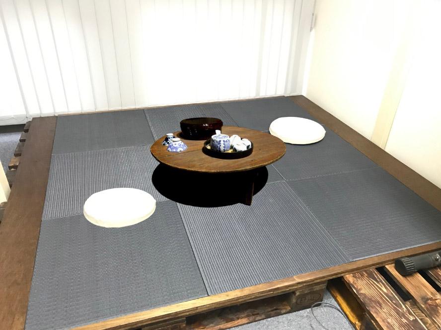 オフィスにパレットで作った小上がりが完成