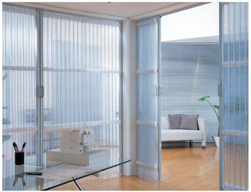 透明なアコーディオンカーテン