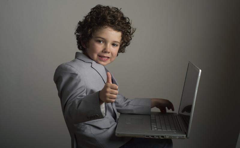 ブログSEOに励む子供