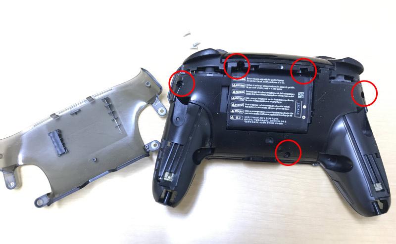 Nintendo Switch Proコントローラーの裏カバー取り外し