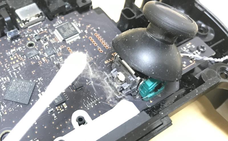 Nintendo Switch Proコントローラー内を掃除